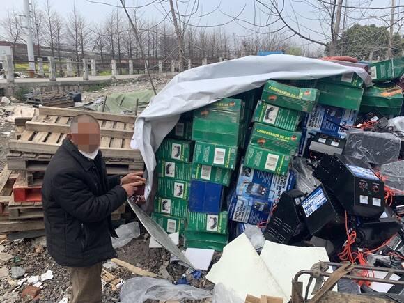 趁老板身在武汉,仓库保管员贱卖厂里60